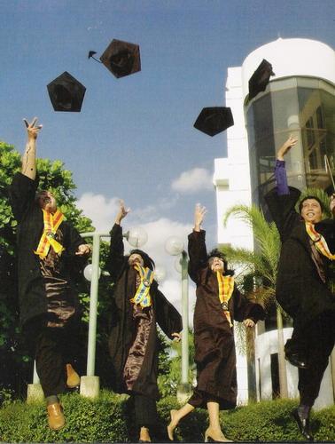 Double Degree Wisudawan; Sarjana dan Pengangguran